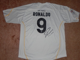 RONALDO_Cristiano_R__al_MADRID_maillot_sign___Arri__re.JPG